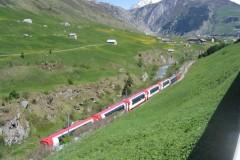 Bild5-Fahrt-ueber-den-Oberalpass-mit-Blick-auf-den-Glacier-Express