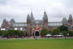 Bild1-Tulpenbluete-mit-Amsterdam-Antwerpen-Rotterdam-Rijksmuseum